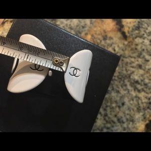 CHANEL Jewelry - VINTAGE XS Chanel COCO Bracelet Resin Black&White